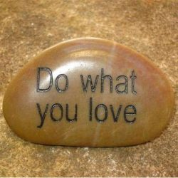 ENGRAVED INSPIRATION STONE - RIVER STONE - DO WHAT YOU LOVE
